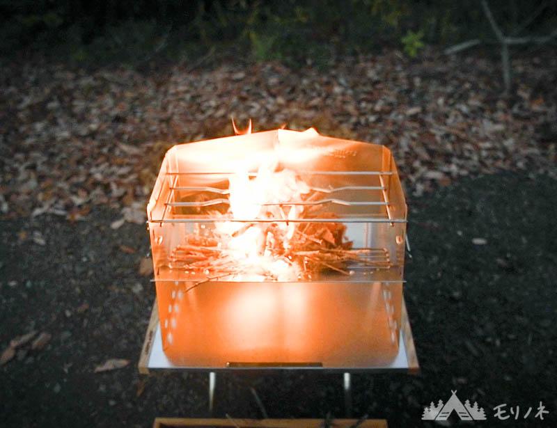 ユニフレーム 薪グリルと焚き火テーブル