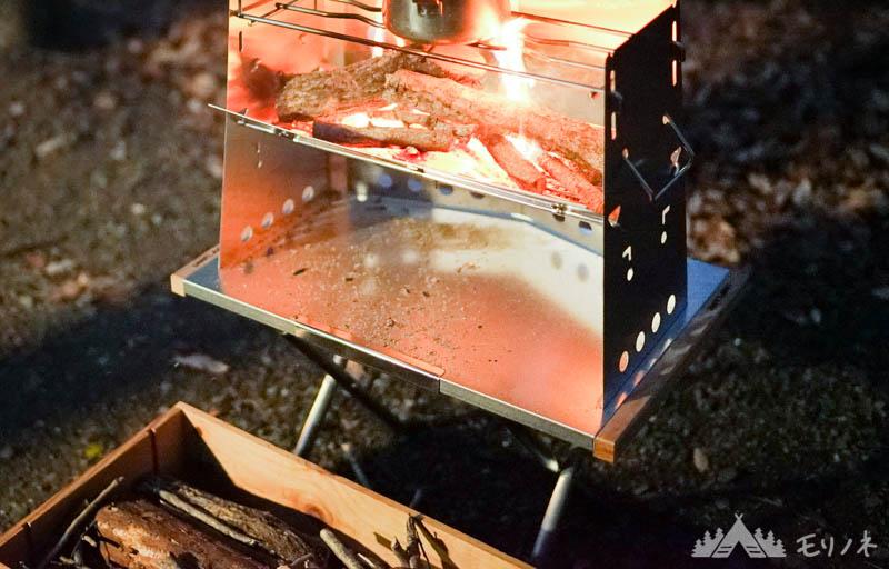 ユニフレーム焚き火テーブルと薪グリル