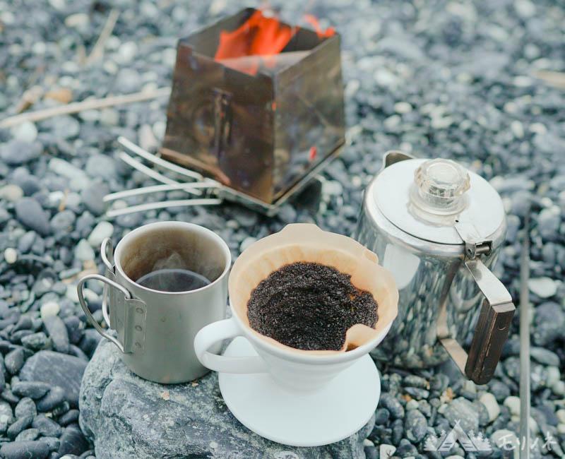 チタンダブルマグ220でコーヒー