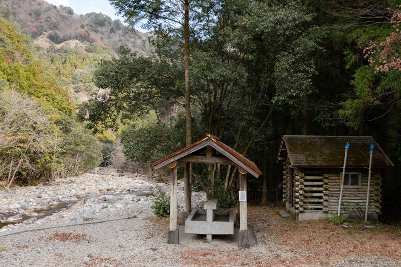 藤河内渓谷キャンプ場 洗い場とトイレ