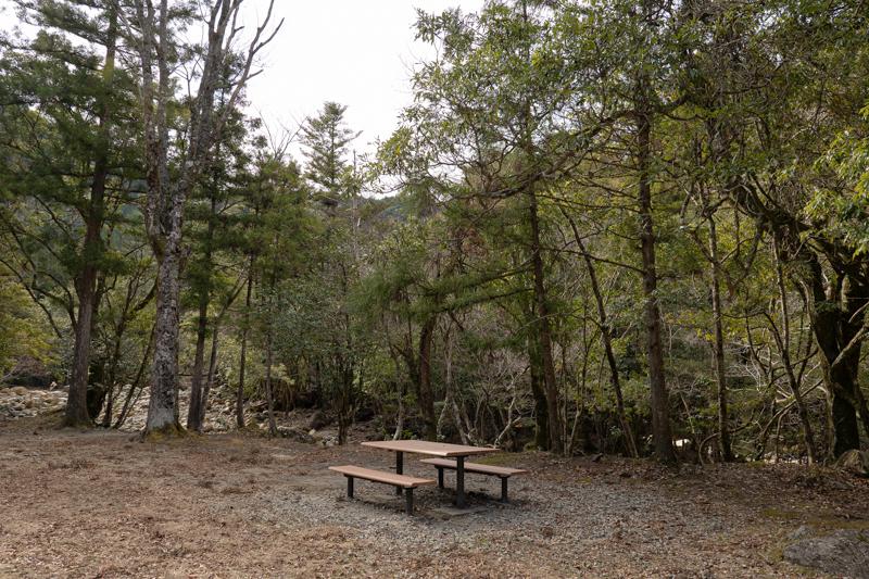 藤河内渓谷キャンプ場 テーブル